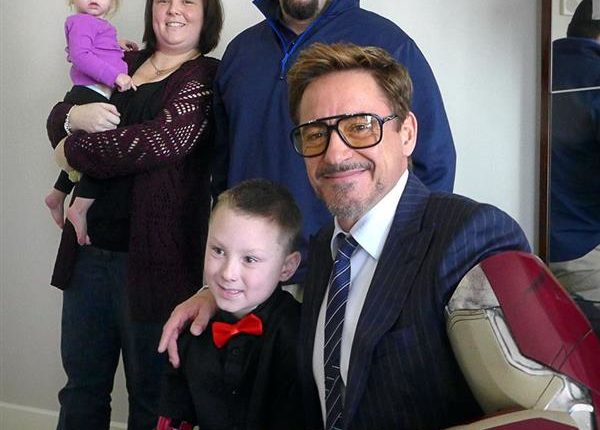 3d-printed-iron-man-prosthetic-arm-to-seven-year-old-fan